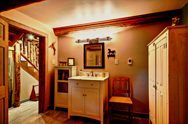Bathroom-Pioneer House